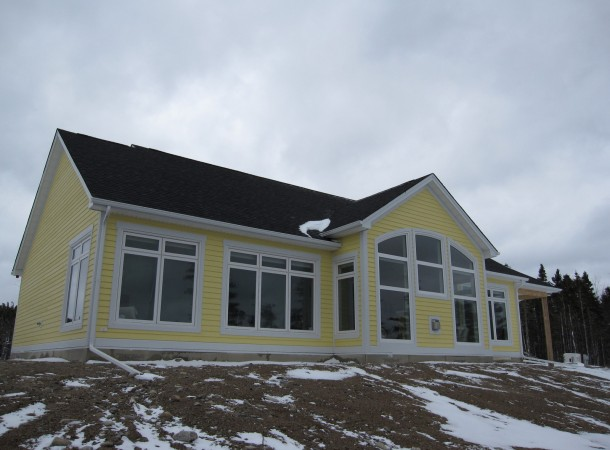 <span>Beautiful Ocean Front Home in Prospect, N.S.:</span> Lots of windows showcase the beautiful ocean view.